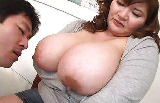 基拉和朱莉是一个乳白色的大鸡巴。 免费的拉丁色情